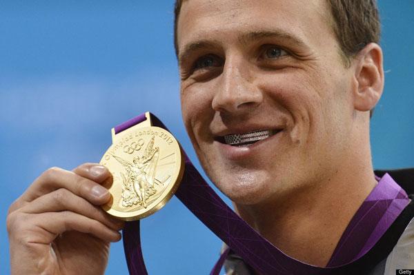 2012奧運 美國泳將 Ryan Lochte 戴著鑽石牙套
