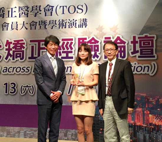 與日本臨床矯正齒科醫會的富永會長(左)再次見面,真是萬分榮幸。感謝蘇志鵬顧問(右)。