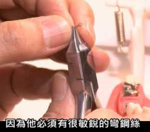 彈夾式假牙可取代傳統假牙及植牙? 未獲牙醫界認同