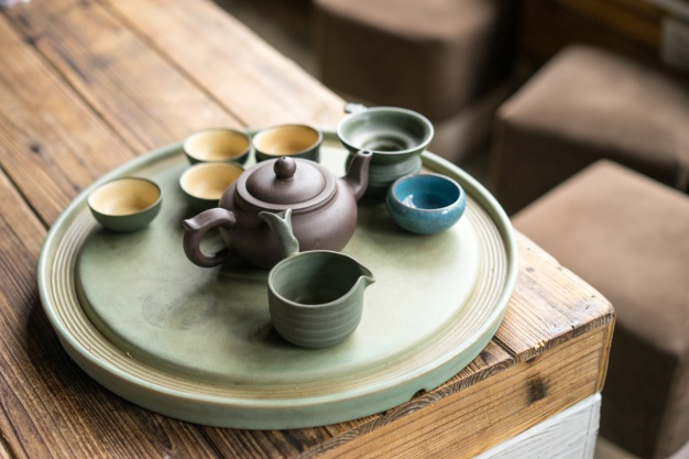 small-glasses-with-a-teapot_1137-297