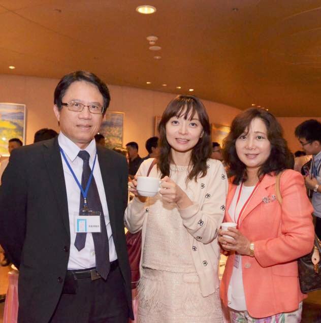 向中山醫學大學副校長 - 高佳澤醫師,介紹黃醫師邀請的日本講師 - 橋場千織