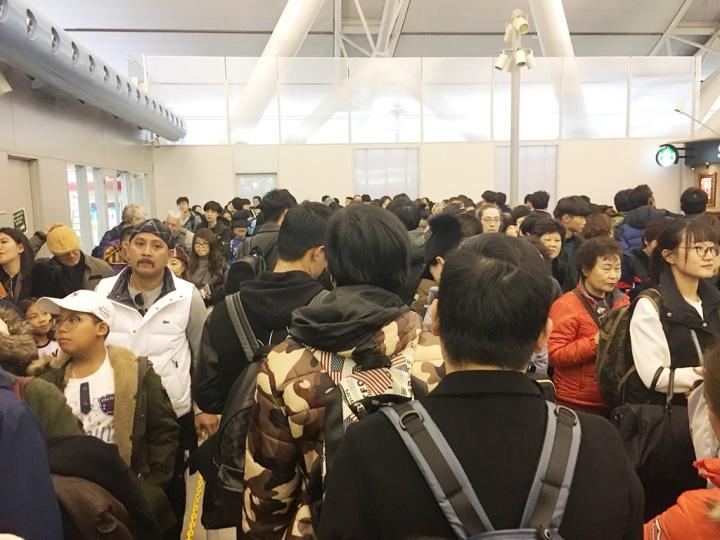 人山人海的大阪機場